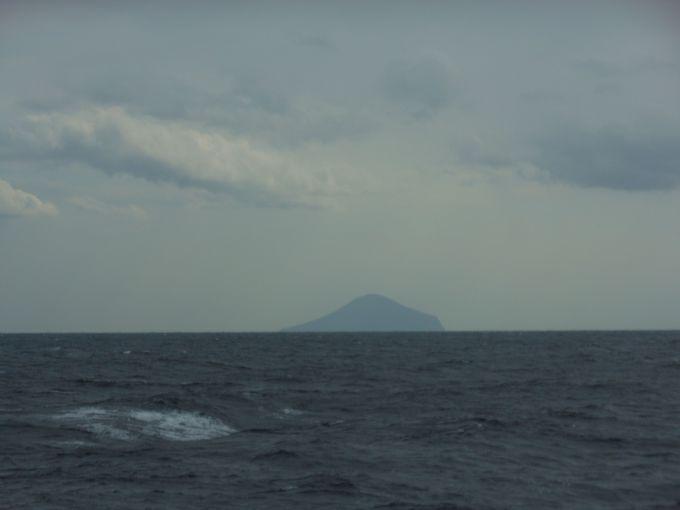 特異な地形が印象的!島影が美しい利島