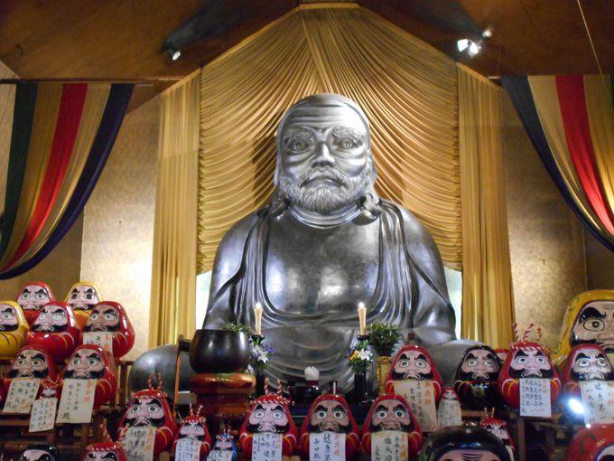 高さ5m・重量3トン!日本一デカい巨大な達磨