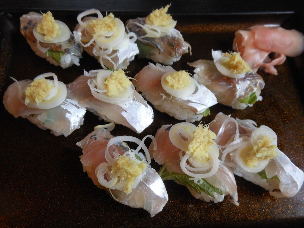 海の幸を使った!地域密着の独創的な名物寿司