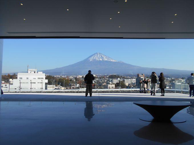 えっここにも!運が良ければ逆さ富士も!雄大な富士山を鑑賞できる「展望ホール」