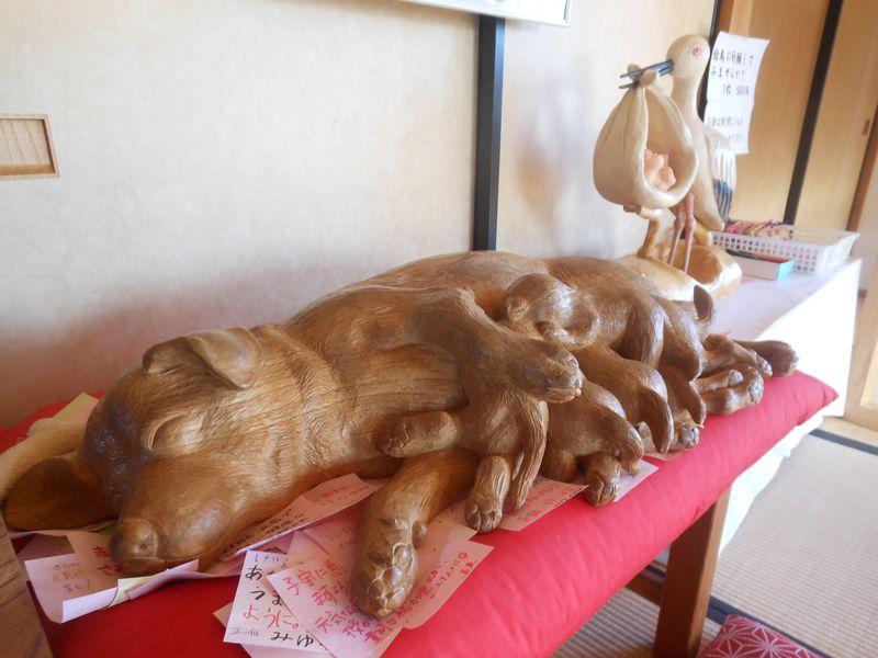 戌年でパワー倍増!?子宝祈願に絶大人気の母犬像!富士宮「杉田子安神社」
