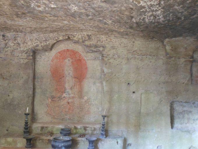 町指定の有形文化財!白岩山岩壁窟画