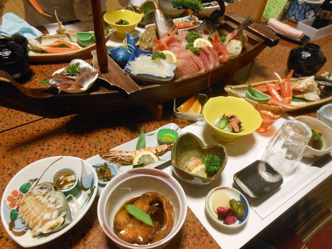 食事は、お部屋でのんび〜りと。新鮮な海の幸でお腹を満腹に!