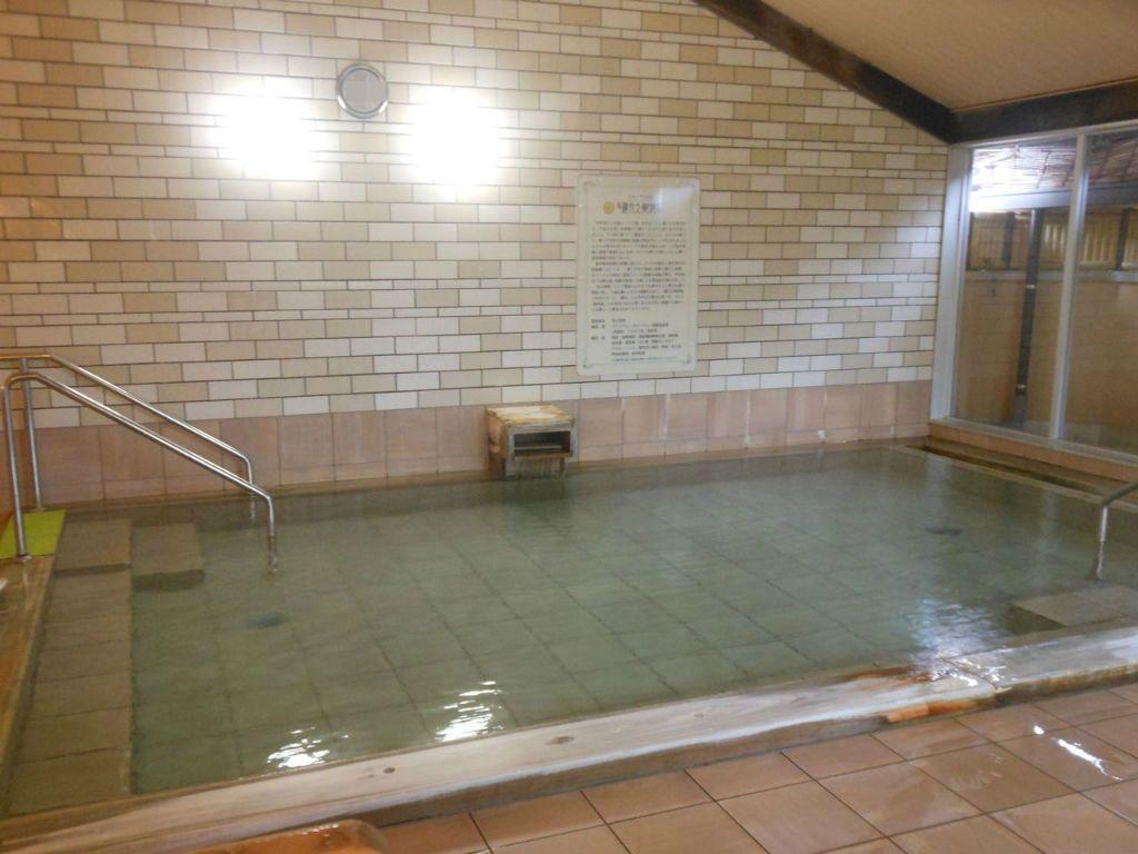 毎時2トン!無垢な温泉が楽しめる!地元温泉ファンもぞっこん「縄文之御神湯」