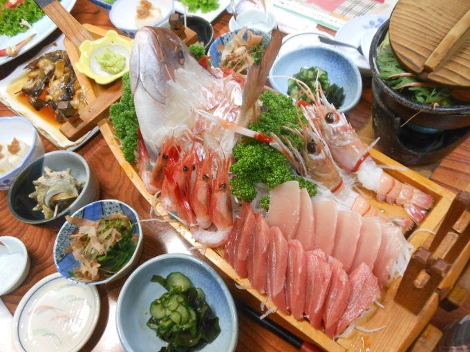 度肝抜く!特産の魚介を盛り込んだ豪勢料理
