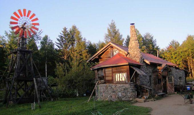 石の家と最初の家。黒板五郎が今にも現れてきそうなリアル感にびっくり!