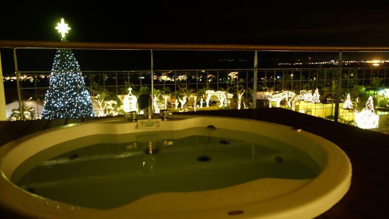 部屋の外は煌めく光の海!沖縄・カヌチャリゾート「スターダストファンタジア」イルミ見るならこの部屋!