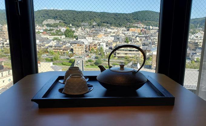 老舗の鉄瓶急須とこだわりのお茶請けでおもてなし