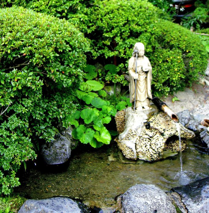 「こと清水」「とげぬき地蔵尊」「岩窟の清水」で更なる厄除けを!