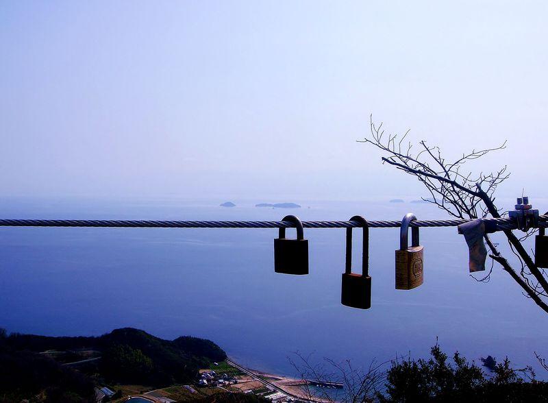 空と海の境界が分からないほど。美しい青の絶景