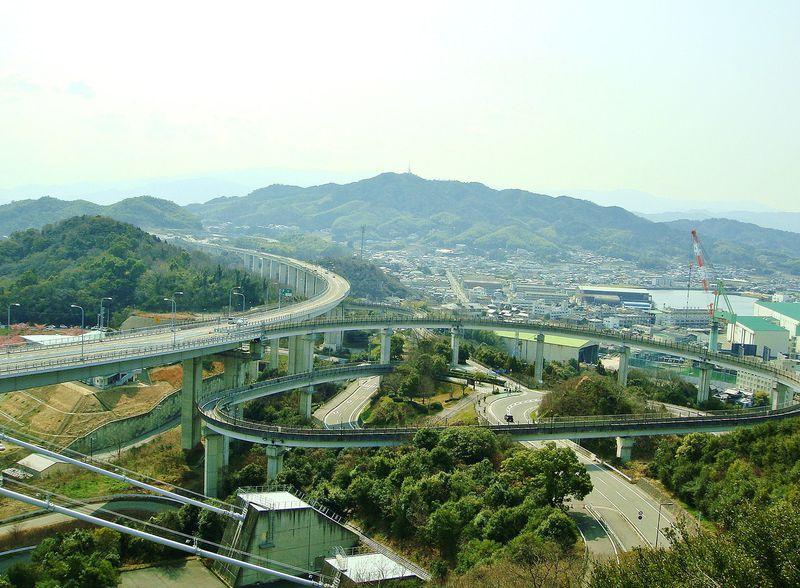 珍風景?!『糸山公園展望台』から今治市内を望むと・・・