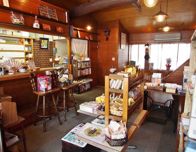 【魅力その1】天平風衣装でお出迎えの時も&店内の蔵書で天平時代の豆知識を