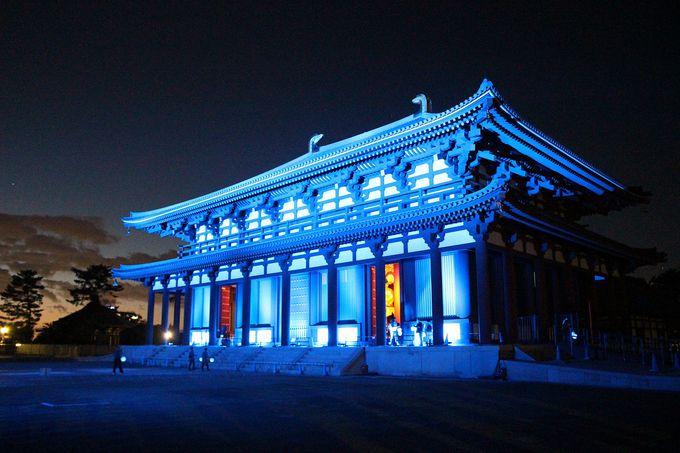 天平の色彩を強調、建物様式を魅せるライトアップ演出に注目を