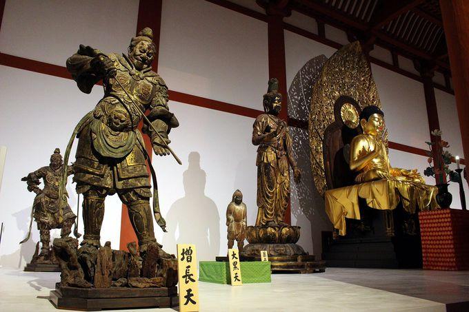 天平人と同じ気持ちで、御本尊・釈迦如来坐像や再現された法相柱にご参拝を