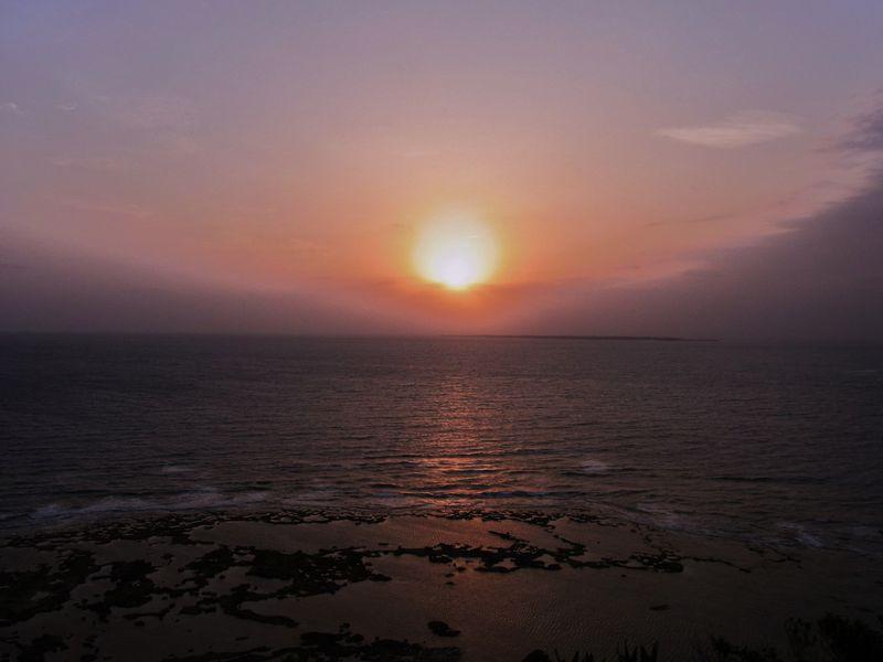 沖縄の海から昇る初日の出スポット&聖なる御嶽巡りでパワーチャージの旅へ!