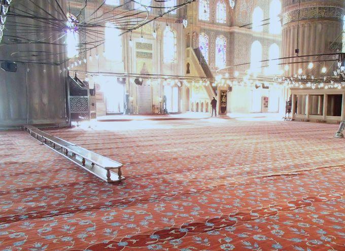 1日に5回の祈り、美しい礼拝堂へ