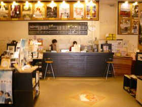 今と昔が混在する「桜坂劇場」は沖縄文化のセレクトショップ!