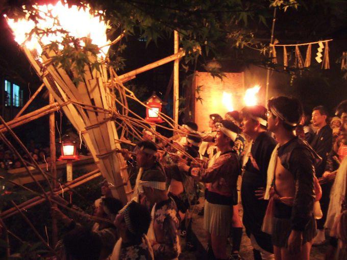 京都の夜空に炎が舞う「鞍馬の火祭」とは