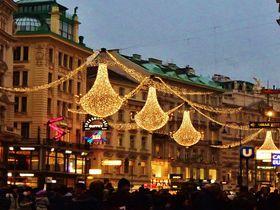 煌めくウィーンのクリスマス市、歩いて楽しむ魅力あるスポット!