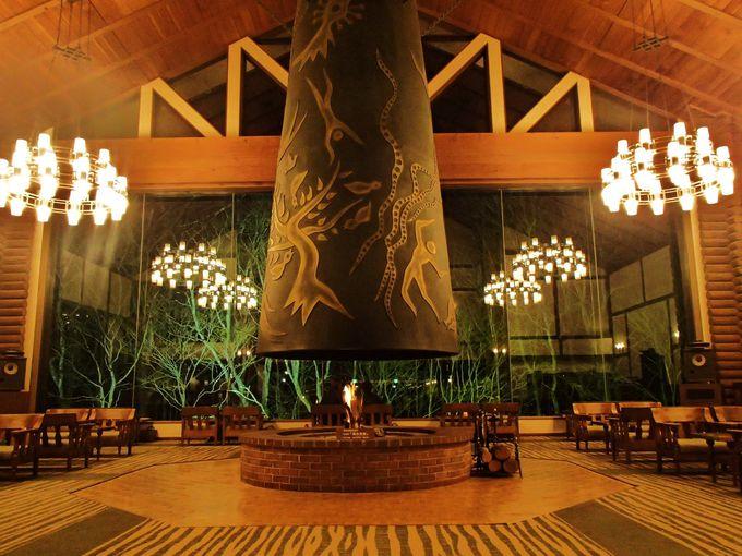 岡本太郎の「森の神話」が息づく、奥入瀬渓流ホテルでほっと寛ぐ