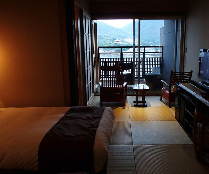 潮風が心地いいウッドデッキと露天温泉風呂付き客室