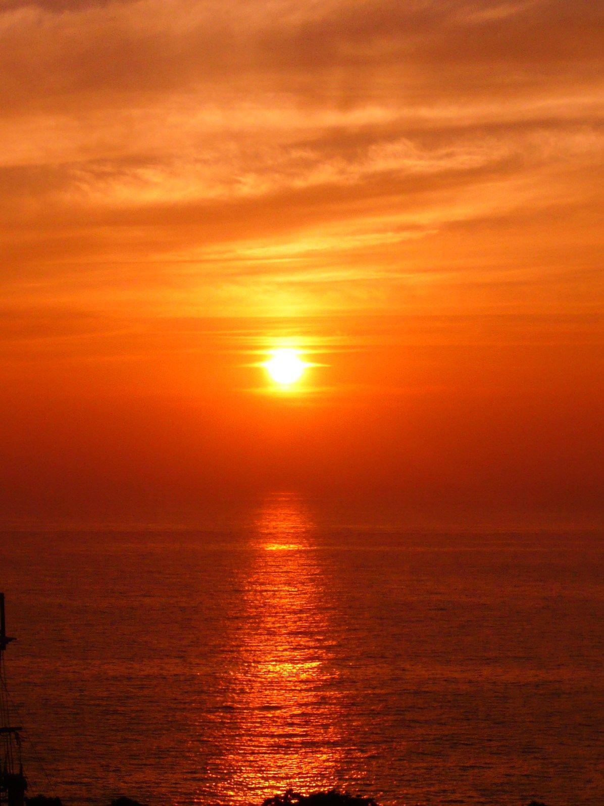 日本の夕陽百選に選ばれた、海と空が接する場所にあるヴィラB