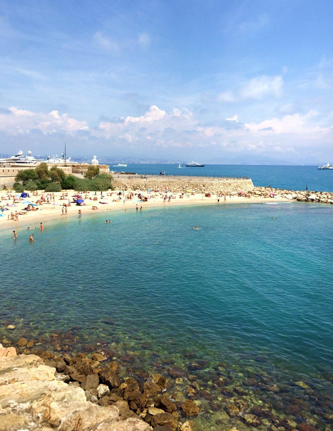 ピカソも泳いだ南仏の海がすぐ!ホテル「IRIN」は最高のロケーション!