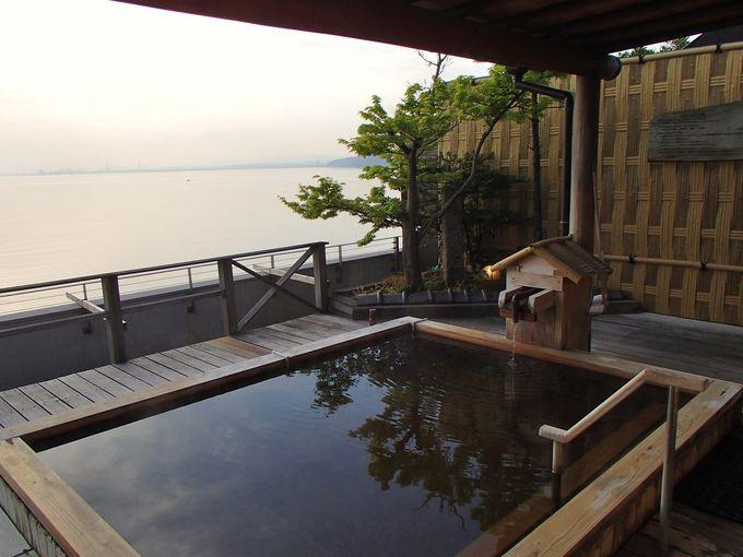 美肌効果抜群!朝陽を掛け流し露天温泉に浸かって眺める幸せ
