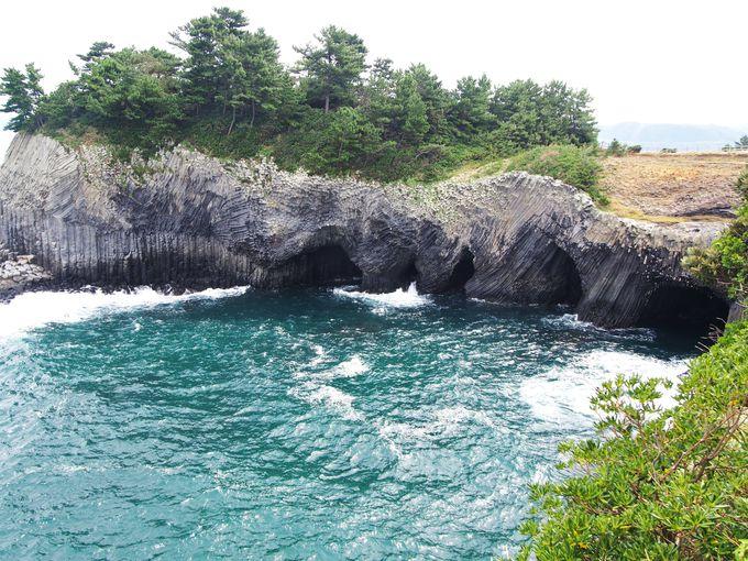 「七ツ釜」の洞窟の上には玄海国定公園の展望台が!