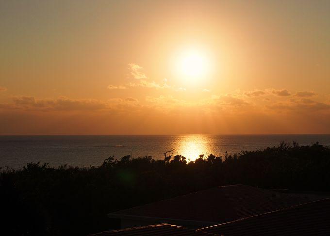 朝陽と夕陽を両方眺められる「ラ・ティーダ西表リゾート」