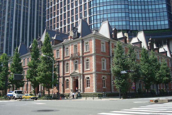 超高層ビルに囲まれて赤煉瓦・三菱一号館美術館は誕生した