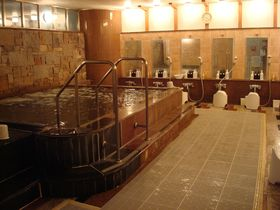 雷門まで徒歩2分!大浴場でゆったり「浅草セントラルホテル」