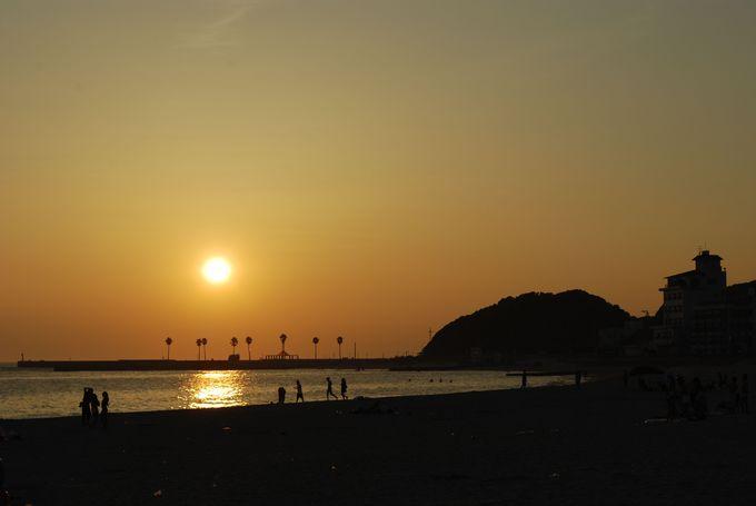 千鳥ヶ浜海水浴場の夕陽にの〜んびり。