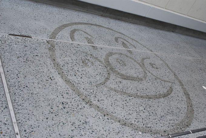 ミュージアム入口付近で、スタッフが描いたアンパンマンの似顔絵が見れるかも。