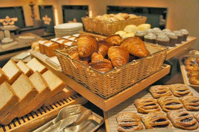 焼きたてパンが旨すぎっ!インターナショナルビュッフェの朝ごはん