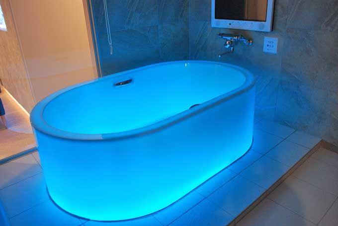 七色に光る浴槽「HOTARU」で幻想的なバスタイムを♪