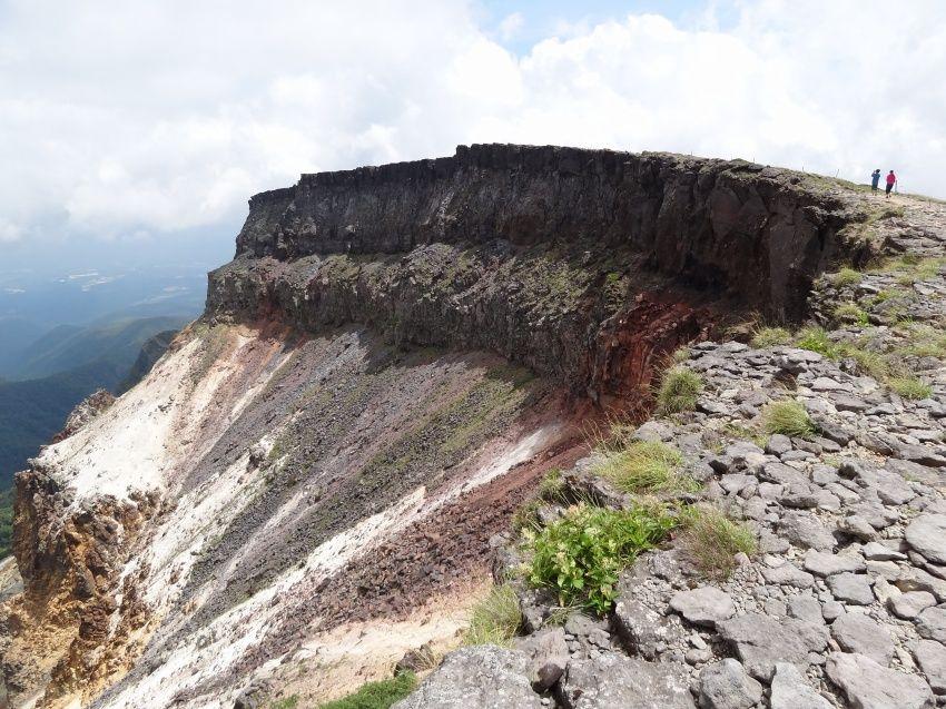 巨大な噴火口、絶景の硫黄岳