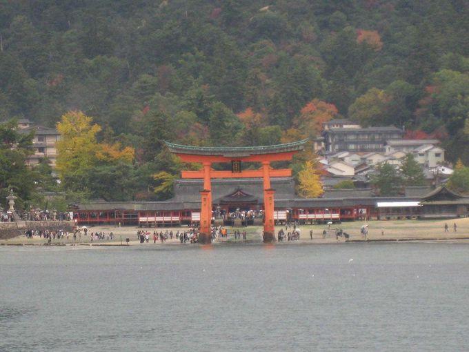 まずは海から、嚴島神社を参拝
