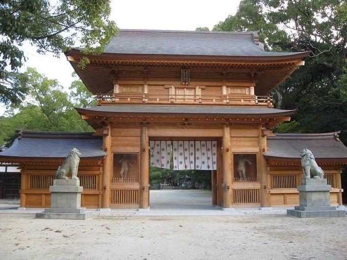 688年振りに再建された総門