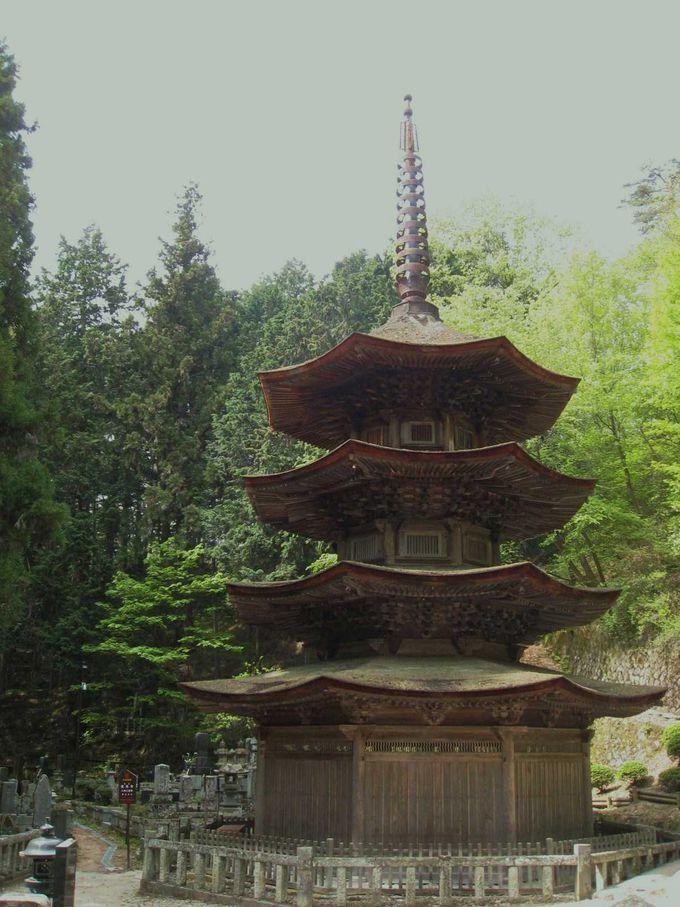 日本最古で唯一の八角三重塔