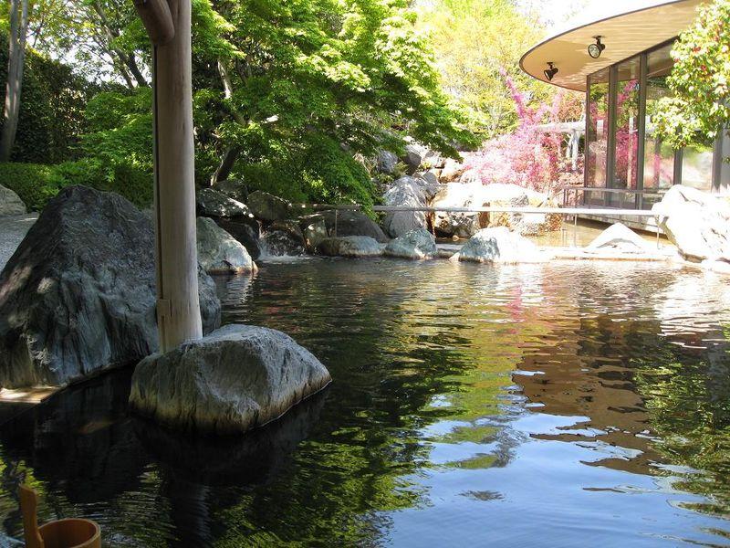 ご家族みんなで楽しめる長島温泉リゾートの「なばなの里」で日帰り温泉