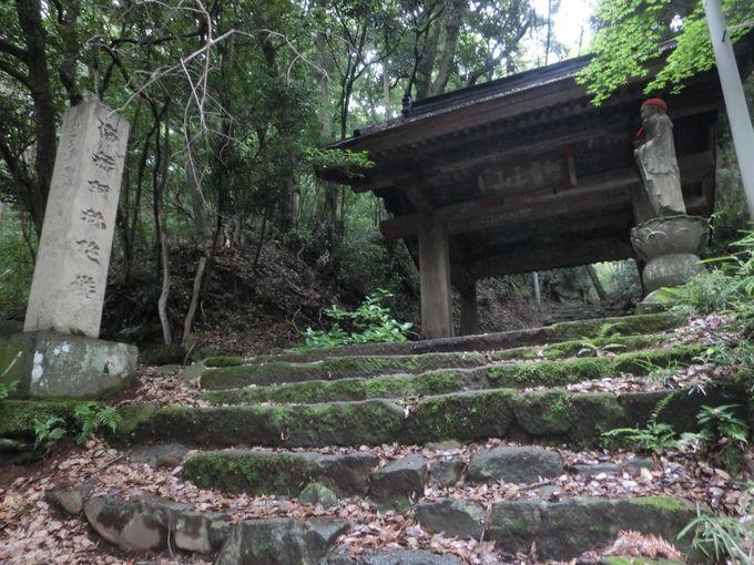 山道を登って阿弥陀寺