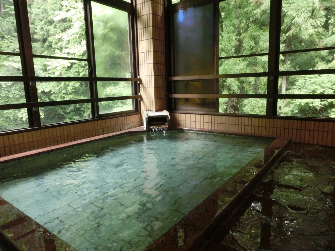 緑が溢れる名湯「蛇の湯温泉」