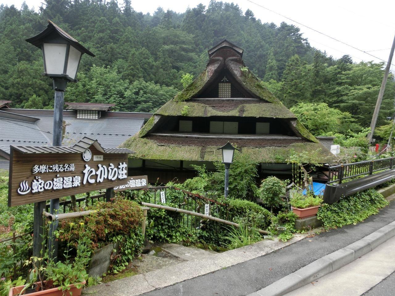 江戸時代から守られてきた兜造りの母屋