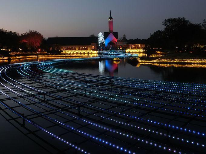 珍しい水上イルミネーション「光の大河」