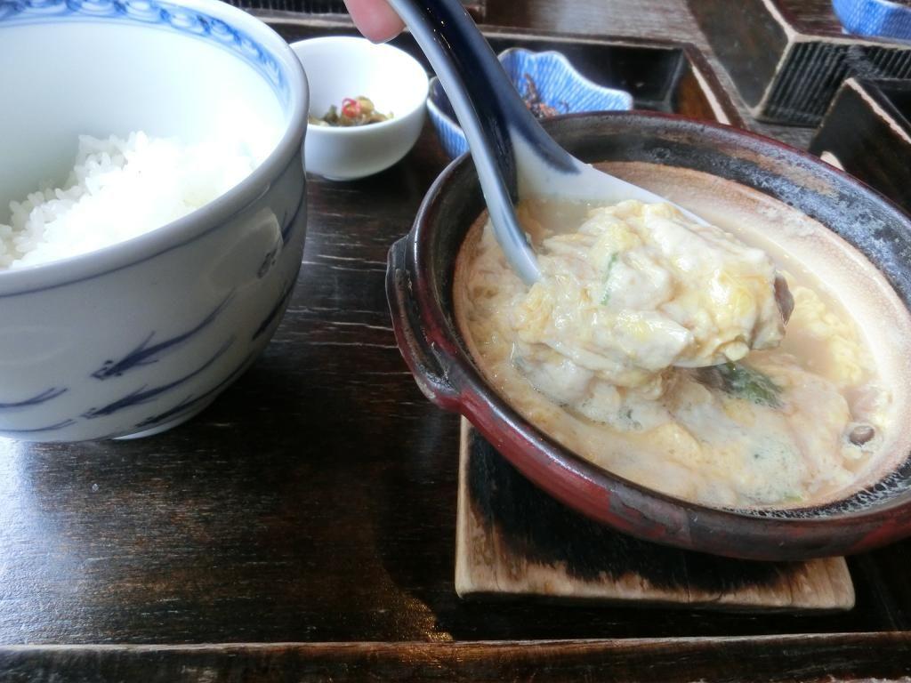 「湯葉丼 直吉」で熱々の湯葉丼を食べれば、心までもぽっかぽか