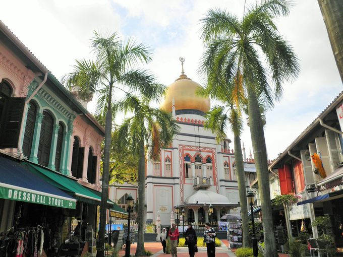 黄金に輝くサルタンモスク