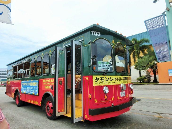 赤いシャトルバスで出かけよう