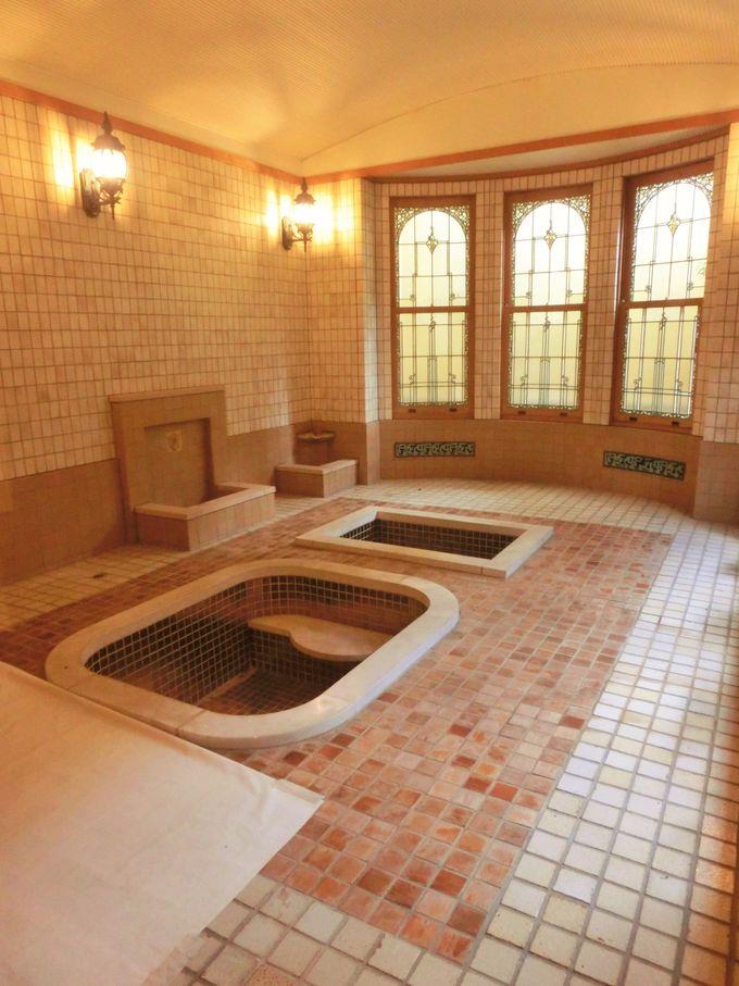 甘美な雰囲気のローマ風浴室