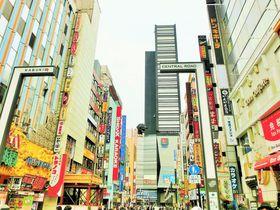 ゴジラも登場!変わりゆく新宿歌舞伎町で老舗の名店ランチを‼